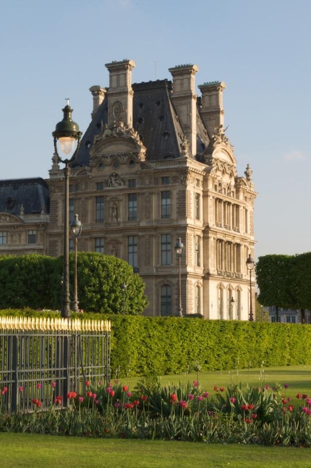 Le Jardin des Tuileries - Tulips In Bloom 1