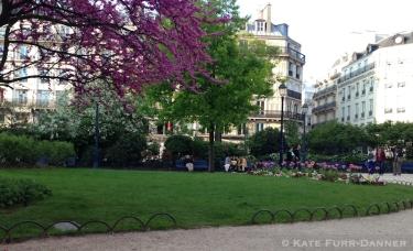 Square de la Tour Saint-Jacques, Rue de Rivoli